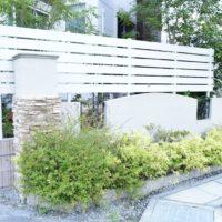 リビング窓前の目隠し板張りフェンス工事、外構リフォーム(蓮田市)
